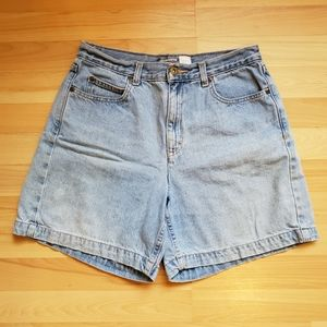 Liz Claiborne | Classic Fit Light Wash Jean Shorts